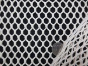 生成のコットンで6角形の蜂巣のように 編んだネット状のクロス 何に使うかは、アイデア次第 めったにお目にかかれない素材です。 柔らかくてよく伸びます 140cm幅