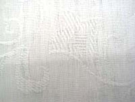 白 C/Rジャガードの白 レーヨン混で柔らかい風合い ジャガードの柄が少しでもわかりやすい ように、黒の上で撮影してます。