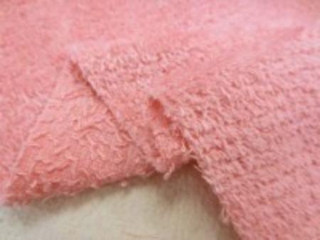 シャーリングタオル 濃ピンク。 普通のタオルのループをカット ふわふわして肌ざわりいいです。