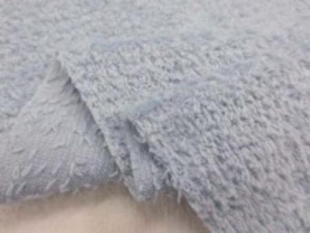 シャーリングタオル ブルーグレイ ブルーの色あいが強いです。 普通のタオルのループをカット ふわふわして肌ざわりいいです。