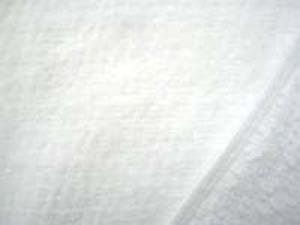 シャーリングタオル 白 普通のタオルのループをカット ふわふわして肌ざわりいいです。