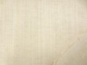 幅広の綿麻 ドビーストライプ 生成 ツイルくらいの厚さ ランダムなストライプの織り柄です。