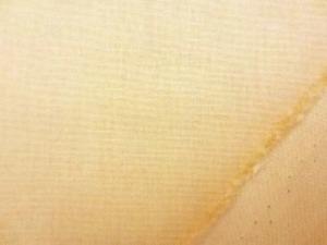 マスタード 綿麻キャンバス  名前はキャンバスですが、そんなに 厚くなくて、使いやすい厚さです。
