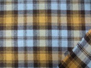 少しざっくりした織り方の ウールチェック 何にでもお使いいただける中肉の ウールです。 ブルー/マスタード/濃ブラウン