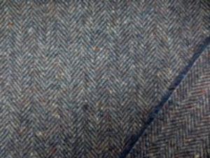 ウール ヘリンボーン ミックスネイビー ハリスツイードタッチで少しネップのある ヘリンボーン ヘリンボーンの幅 11mm
