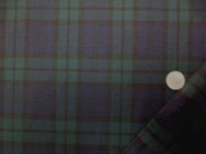 薄手でもしっかりとした綾織りの T/W ブラックウオッチ 制服などに、よく使われている生地です。