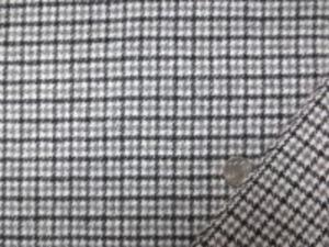 起毛ウールガンクラブチェック グレイ 黒/オフ白地 少し厚手でも柔らかい風合いの 少し表面を起毛したウールです。