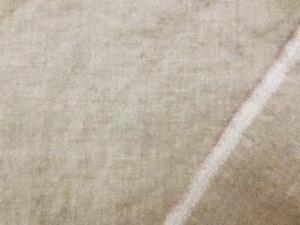 太目の糸で織った 少し厚手のネップのあるリネンの 洗い加工 麻カラー  洗い加工で 柔らかく、肌触りのいい風合いです。