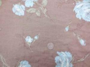 YUWA リネンプリント  少し薄手のリネンのプリントです。 柔らかい風合いで、ブラウス、 ワンピースなどに最適です。 ブルー花/ライトブラウン地