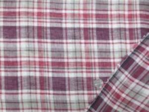 リネンチェック 薄いグレイ/ワイン/ボルドー チェックの大きさ 横14.5cm  縦12cm 少し粗目の織りで、透け感あります。