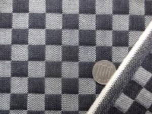 10オンスくらいのデニム 濃紺 市松 すごく濃い紺です。 市松の大きさ 15mmの正方形 ハリがあって、しっかりしてます。 バッグ、インテリアに最適 某メーカー使用生地 製品化販売不可