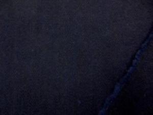 厚手でも柔らかい風合いの ウール混、インディゴヘリンボーン すごく濃い紺で、ヘリンボーンの 織柄は、よく見ないとわからないくらい 洗った厚手のネルのよな感じです。