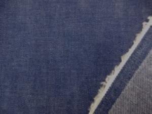 8オンスくらいのデニム  少しムラ糸のフェイドカラー
