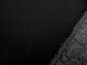 12オンスデニムくらいの ストレッチデニム 真っ黒 裏側を少し起毛してます。 柔らかい風合いです。