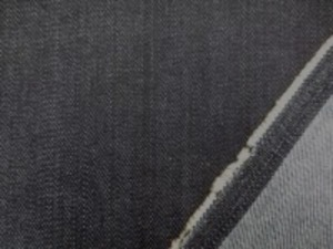 9オンスデニムくらいの ストレッチデニム  ほんの少しムラ糸の濃紺 柔らかい風合いです。