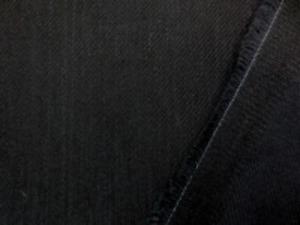7.5オンスデニムくらいの ストレッチデニム 真っ黒 洗いい加工したような柔らかい風合い