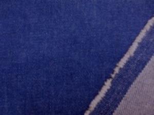 12オンスデニムくらいの ストレッチデニム 少しムラ糸のフェイド 洗い加工 柔らかい風合いで、よく伸びます