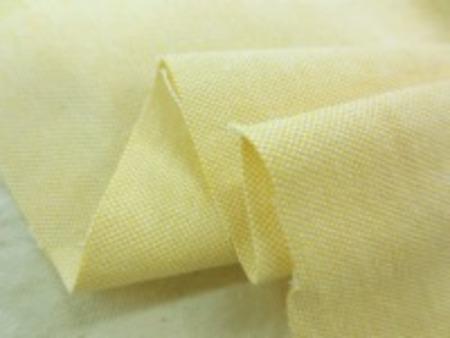 ボタンダウンのシャツなどに使われて いるオックスフォードのイエロー 少し厚手ですが、柔らかい風合い