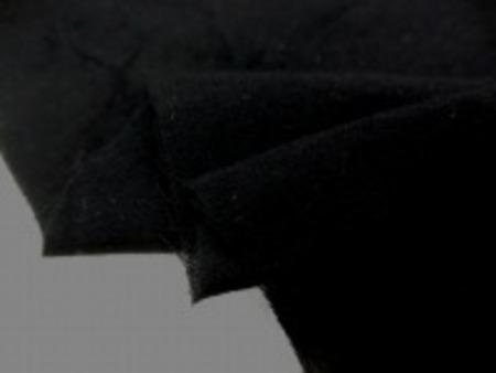 少しネップのある(ほとんど目立たない) ガーゼタイプの黒 黒の色合いも濃くて、 肌触り、風合いもすごくいいです。