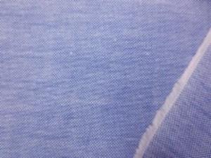 ボタンダウンのシャツなどに使われて いるオックスフォードのネイビーブルー DE1887より少し薄手で、 色はネイビーが少し強い