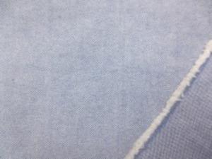 ボタンダウンのシャツなどに使われて いるオックスフォードのネイビーブルー 少し厚手ですが、柔らかい風合い