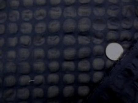 コットンローン オーガンジーワッフル 濃紺 オーガンジー加工にリップルを くみあわせて、凹凸をだしています。 薄手で、透け感あります。