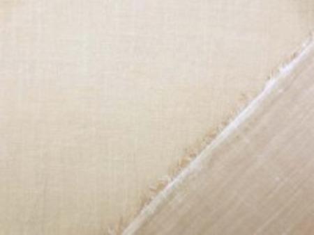 薄手の透け感のある 少しムラ糸のスラブボイル ブラウンベージュ 薄い柿渋のような感じの色合いです。