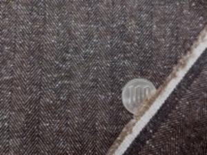 少し厚手の11号帆布くらいの厚さの、 ミックスツイードのようなヘリンボーン ミックス 濃ブラウン ヘリンボーンの幅 8mm 厚くても、柔らかい風合い