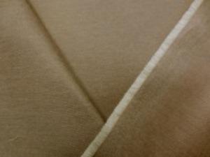 旭化成ベンベルグ コットンの ビエラくらいの綾織りの生地 カーキ