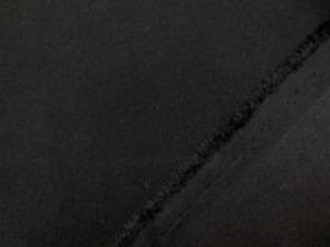 礼服などに使われている フォーマルブラック バックサテンジョーゼット ほんの少しですが透け感あります。 ポリエステル系でしわになtりにくくて すごく柔らかくて肌触りのいい生地