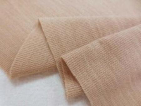 ウールフライスニット キャメル 柔らかい肌触りのいいニットです。 よく伸びます