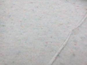 ジャズネップ天竺 オフ白地 カラフルなネップのはいった20くらいの 少し太目の糸のかわいい天竺です。 柔らかい風合いですが、 あまり伸びません。