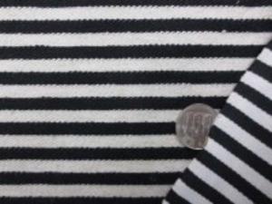 麻ポリエステル混の薄手ボーダーニット ほとんど伸びません 黒/生成(オフ白っぽい) 生成部分の幅 6mm  黒部分の幅 6mm