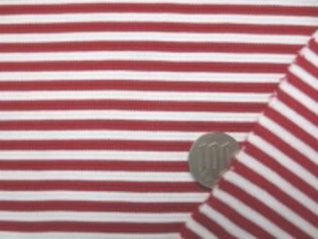 中肉のボーダーニット 赤/白 少しダークな落ち着いた赤です。 あまり伸びません 赤部分の幅 4mm 白部分の幅 4mm