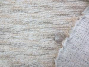 目の糸でざっくりした感じの中肉 ほとんど目立たないのですが、 よく見ると細い金糸のはいっている部分 があります。 ほとんど伸びません ベージュ系
