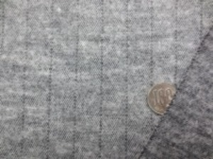 ウールニット ペンシルストライプ 杢グレイ 少し厚みがあって、柔らかい風合い 圧縮ニットのようなのような感じです。 杢グレイ ストライプの幅 1mm/16mm