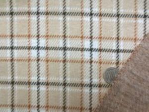 先染めのチェック 少し厚め、でもすごく柔らかい風合い チェックの大きさ 6.5cm ベージュ地  ブラウン 黒 オフ白 ライン