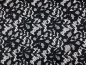 ラッセルレースのような フラワーレース 黒 片方の耳の方だけカットできるように なっています。(一番上の画像) 柔らかい風合いです。 生地幅 135cm