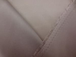 旭化成ベンベルグ ライトモカブラウン 薄い色合いのモカブラウン 標準の一番使いやすい平織り裏地。