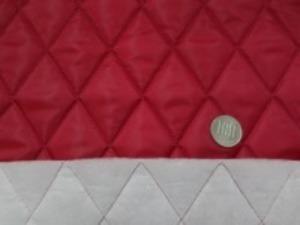 ポリエステルタフタのキルティング  ダークレッド 綿をはさんで裏にも不織布をつけて キルティングしています。 綿の厚さ すごく厚め