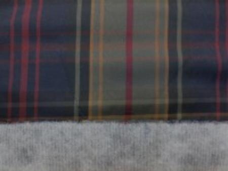 ポリエステル タータンチェックの ボンディング キルティングではありません。 薄手の綿をはさんで、薄い不織布 を貼付しています。 綿の厚さ 薄手