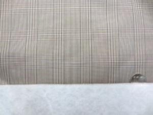 ポリエステル グレンチェックの ボンディング ブラウン系 キルティングではありません。 グレンチェックの生地に少し厚手の 綿を貼り付けています。 綿の厚さ 厚手