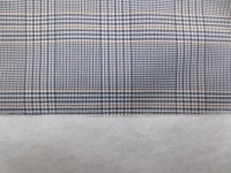 ポリエステル グレンチェックの ボンディング 濃紺系 キルティングではありません。 グレンチェックの生地に少し厚手の 綿を貼り付けています。 綿の厚さ 厚手