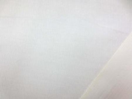 シャツコール  オフ白 耳に汚れのある部分がありますが、 ご使用には問題ありません。 シャツなどに使われる薄手の極細畝の コール天です。 畝幅1mm
