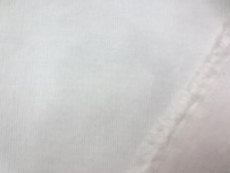 細畝コール天ストレッチ オフ白 厚めの生地の2WAYストレッチ 厚手でも柔らかい風合いで、 横にはよくのびます。 縦にはあまり伸びません。 透け感はほとんどありません。 フジックス
