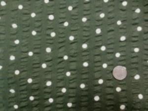 コットンこばやし  60ローン リップル ドット柄 オフ白ドット/モスグリーン地 ドットの大きさ 8mm ノーアイロンの涼しい素材です。