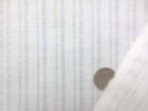 透け感のある薄手の ドビーストライプリネン 白 ストライプの幅  一番広い白の部分で8mm 柔らかい風合いです。