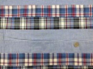 インド綿 平織りマドラスチェックの パッチワーク ブルー系 裏側ロックして、横ボーダーに 無地 ギンガム チェック2種類を つないでいます。 横段の幅 5cm