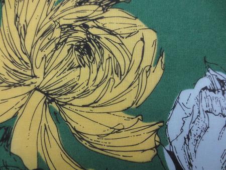 コットン 生地 ローン プリント 黄色 薄いブルーの大きな花/グリーン地 [PT4649]