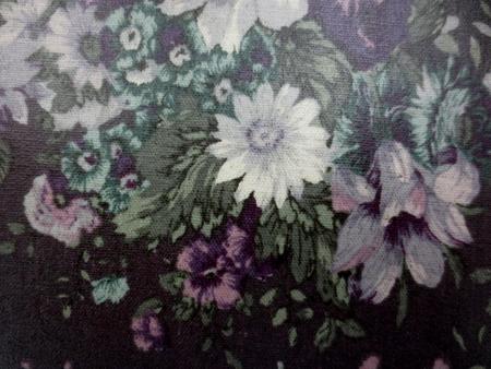 ラミネート 生地 YUWA 綿麻キャンバス 花柄の ビニールコーティング  濃パープルブラウン地 [BN502]